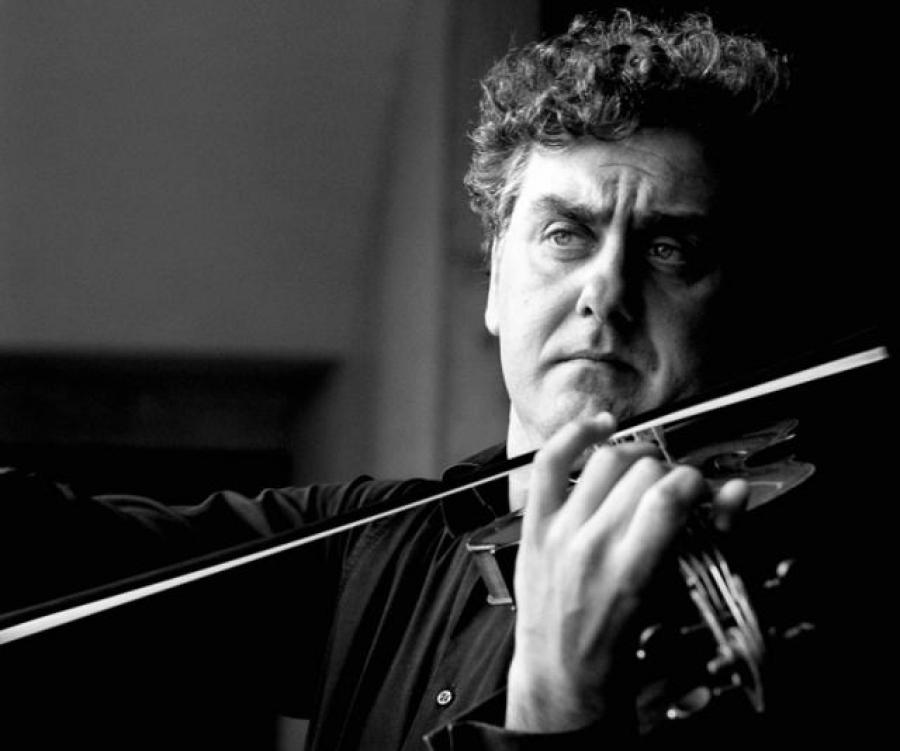 Nato a Cagliari, ha studiato il violino con Felice Cusano al Conservatorio G.Verdi di Milano. Dopo aver ottenuto il diploma con il massimo dei voti si è ... - Moccia2